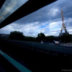 Paris - La Tour Eiffel vue du métro
